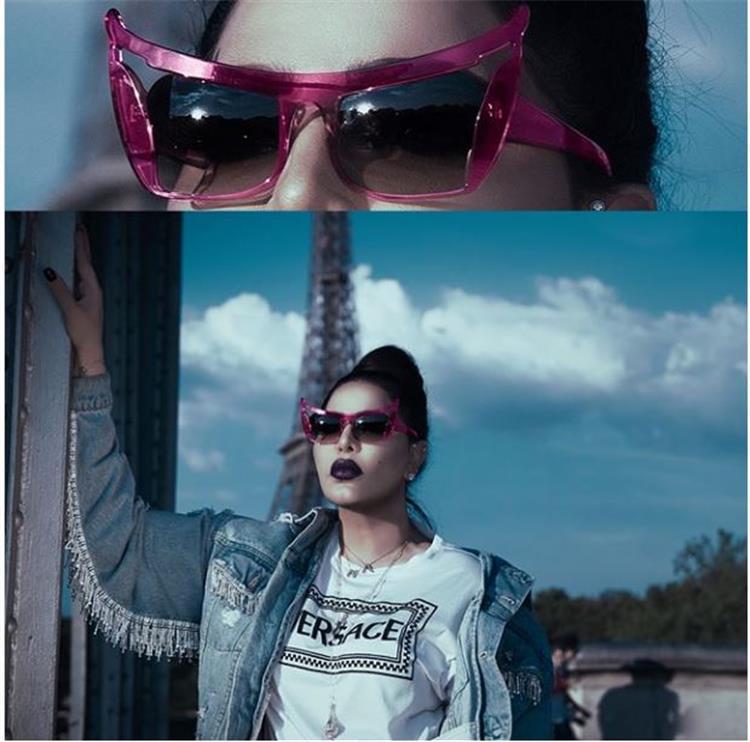 f3ffe6a2f وكانت أشكال النظارات الشمسية التي ارتدتها تشبه شكل