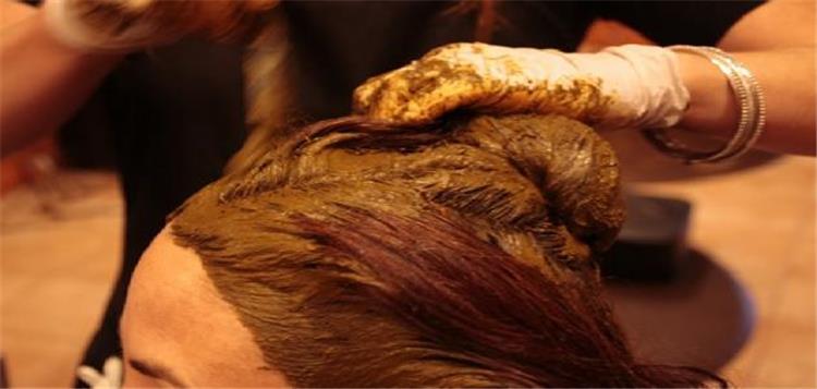 طرق تطبيق الحناء على الشعر