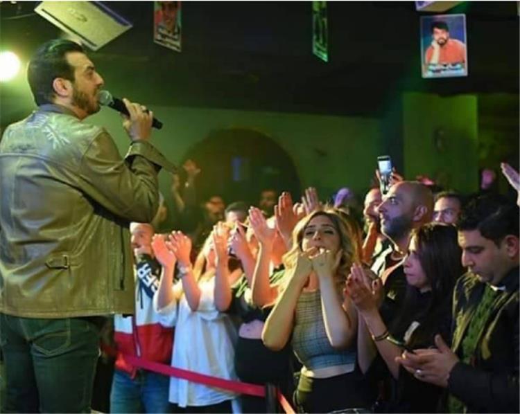 إيهاب توفيق في أولى حفلاته بعد وفاة والده بأسبوعين