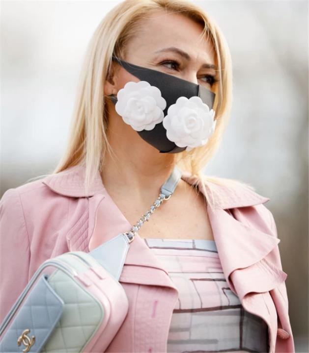 كمامة ثلاثية الأبعاد على الموضة للوقاية من فيروس كورونا