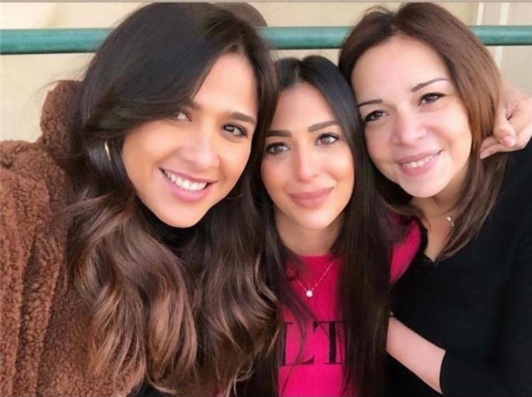 ياسمين وابنة محمد حلاوة وشقيقته