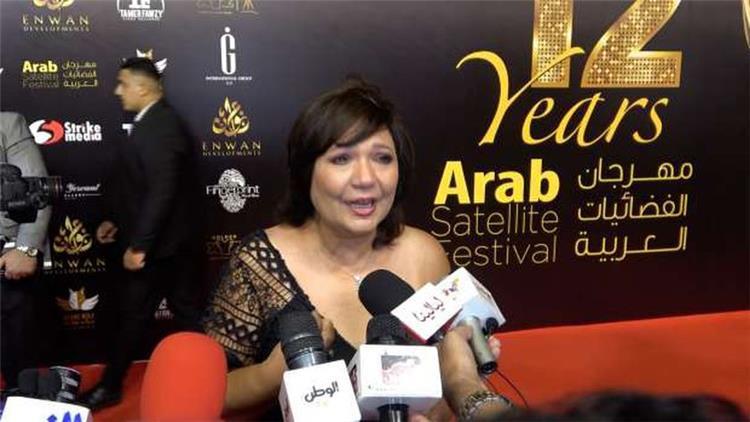عايدة رياض تبكي بحرقة في مهرجان الفضائيات العربية بسبب ياسمين عبد العزيز
