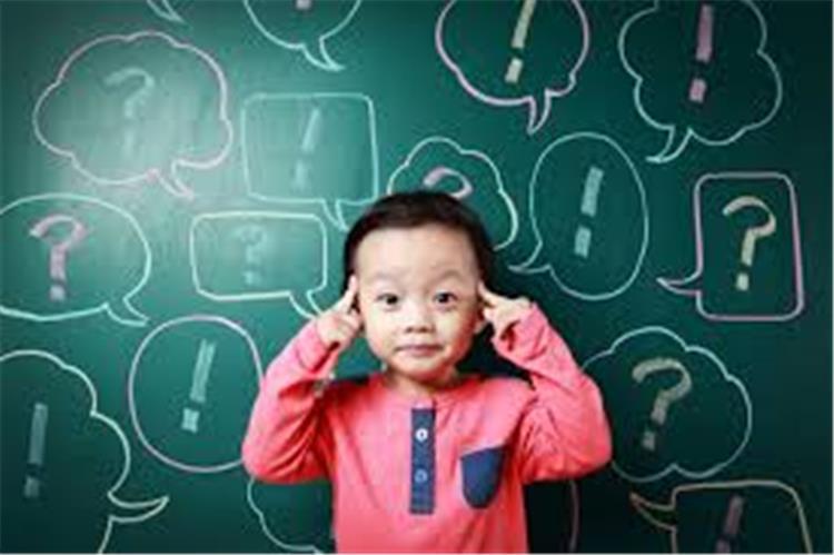 كيف تجيبين على أسئلة طفلك المحرجة