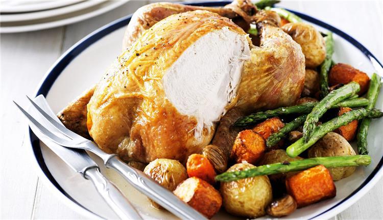 منيو غداء اليوم حضري الدجاج الروستو بالخضروات في الفرن
