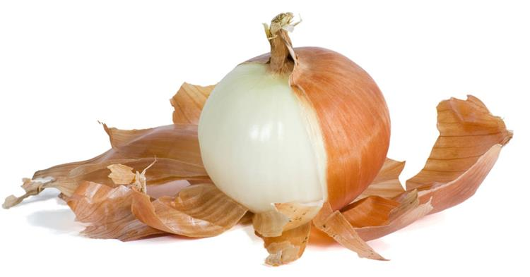 فوائد قشر البصل على البشرة