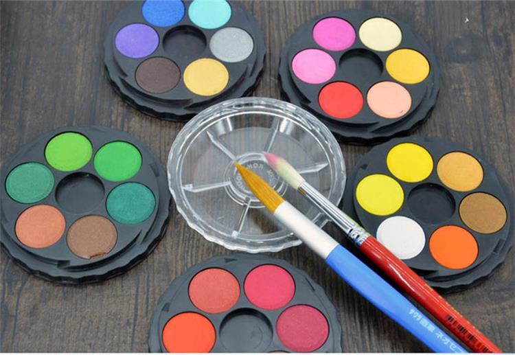 لقضاء أوقات ممتعة اصنعي لطفلك ألوان الماء فى البيت