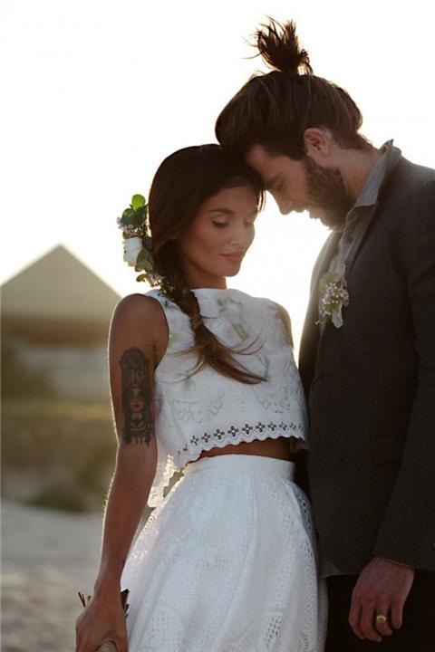 فساتين زفاف قطعتين الاختيار المثالي لحفل زفاف على البحر