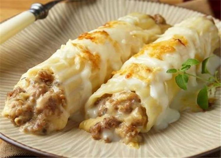 منيو غداء اليوم طريقة عمل الكانيلوني باللحم المفروم والبشاميل