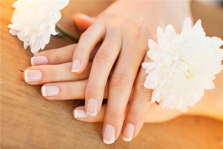 5 وصفات طبيعية لترطيب وتنعيم اليدين ومنع جفافها