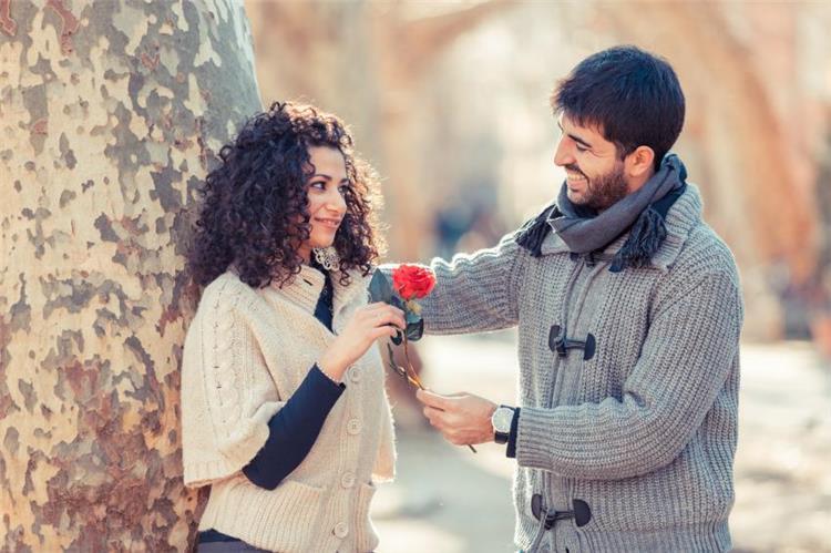 أفعال تفضح حبه لك دون الإفصاح عنه