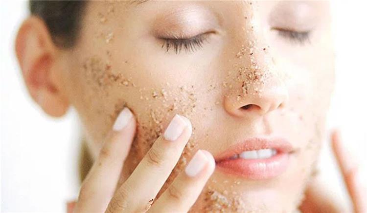 21 وصفة طبيعية لتقشير الوجه ابهري الجميع ببشرة متوهجة