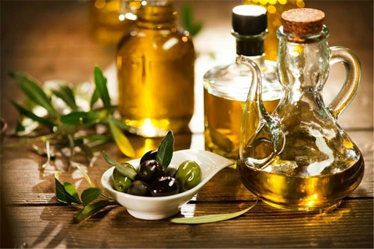 فوائد زيت الزيتون واستخداماته للصحة والجمال