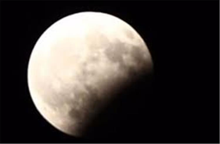 كيفية صلاة خسوف القمر