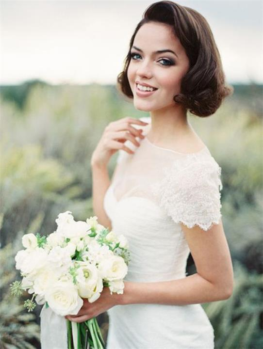أجمل التصفيفات للعروسة ذات الشعر القصير.. إكسري العادات