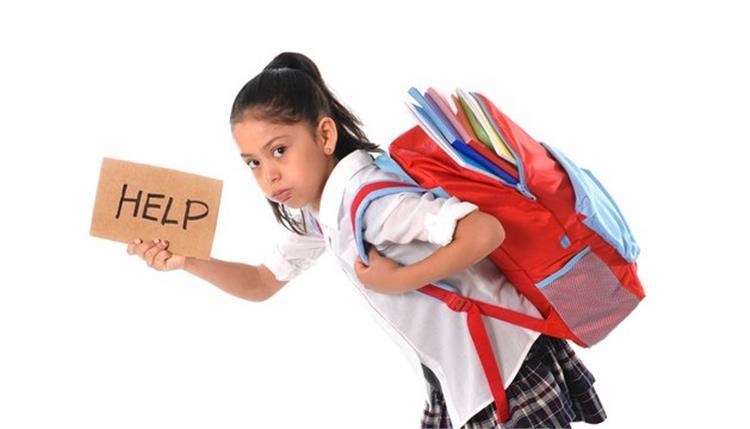نصائح لهلوبة لحماية الأطفال من مضاعفات حمل حقيبة المدرسة الثقيلة