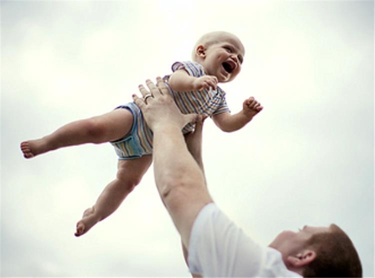 هز الرضع يسبب مخاطر لن تتوقعها احذر