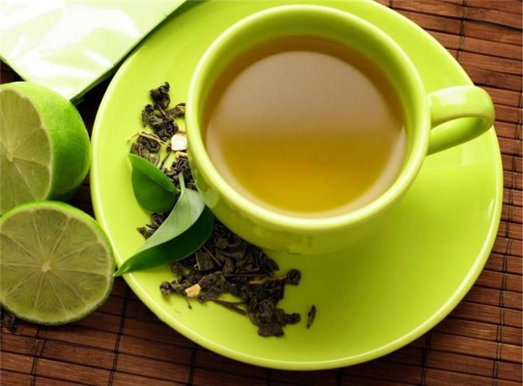 مشروب لزيادة التركيز من الشاي الأخضر