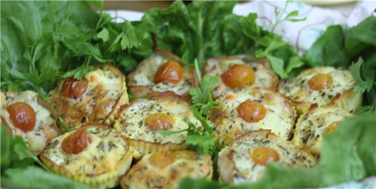 منيو غداء اليوم طريقة عمل قوالب البيض بالخضار ومكرونة بالوايت صوص