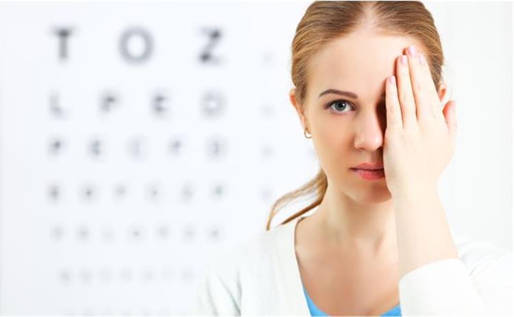 أهم 8 فيتامينات للحفاظ على صحة العين