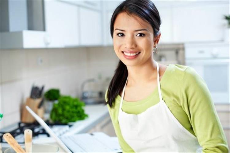 5 خطوات للتخلص من رائحة الطعام في البيت