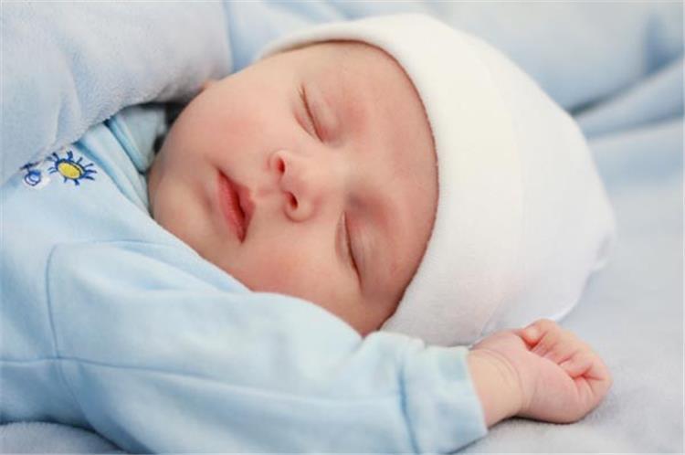 تعرق الرأس اثناء النوم عند الاطفال الاسباب وطرق التعامل