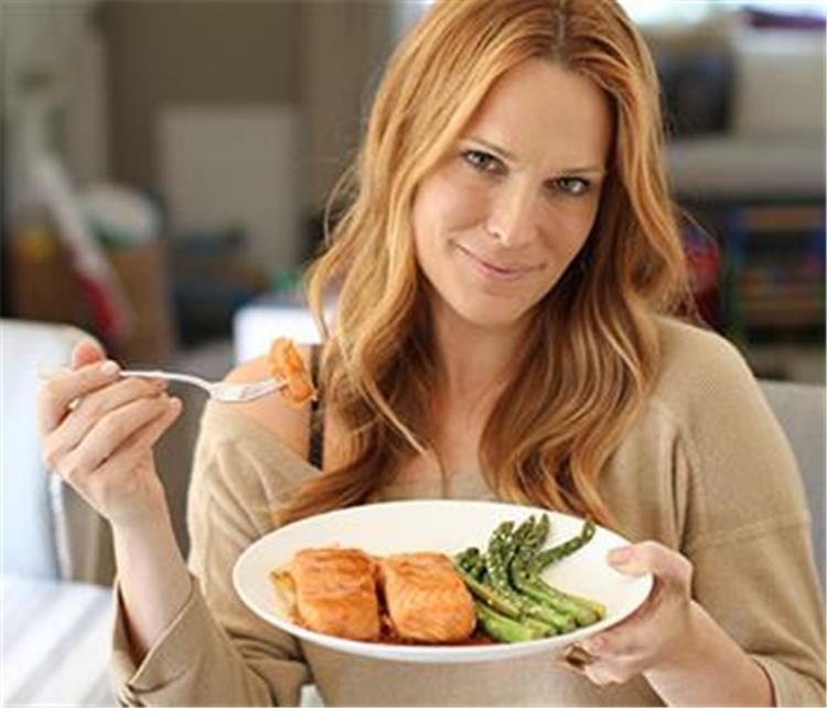 11 فائدة صحية مثبتة علميا لتناول الأسماك