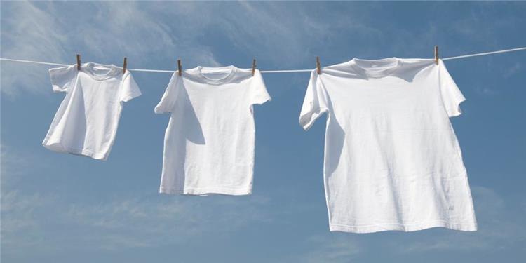 حافظي على ملابسك ناصعة البياض بمكونات متوافرة في البيت
