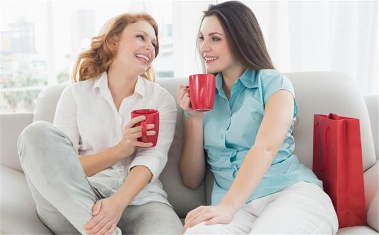 كيف تقيمين علاقة صداقة مع أخت زوجك بدلا من الخلافات