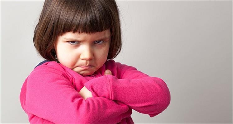 4 نصائح تمكنك من السيطرة على طفلك العنيد