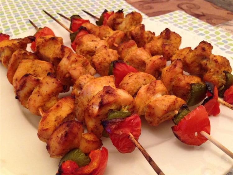 منيو غداء اليوم طريقة عمل شيش طاووق في الفرن وسلطة طحينة