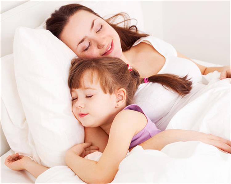 في ليالي الدراسة الطويلة معلومات تريح أعصابك في معركة خضوع طفلك للنوم