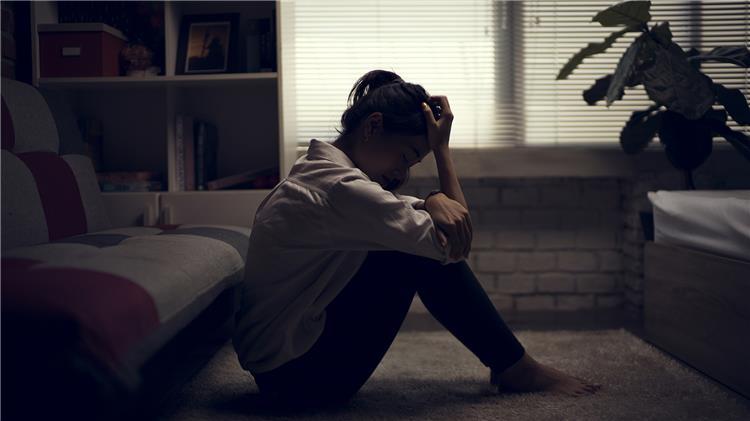 أعراض الاكتئاب قلة التركيز ومشاكل النوم من ضمنهم