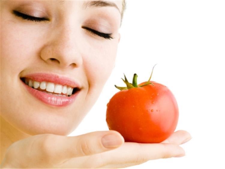 ماسك الطماطم والزبادي لتفتيح البشرة ومحاربة الشيخوخة