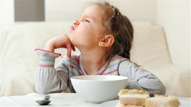 8 نصائح للتعامل السليم مع رفض الطفل لتناول الطعام