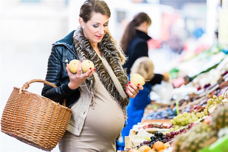 لسلامة الجنين تجنبي هذه الأطعمة خلال فترة الحمل