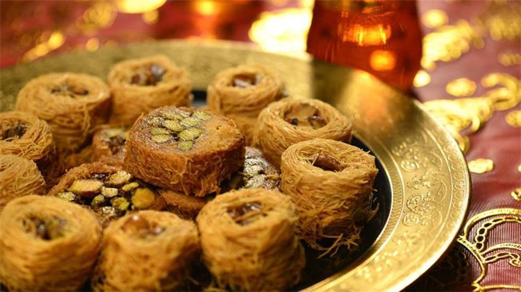 حلويات مختلفة من المطبخ العربي
