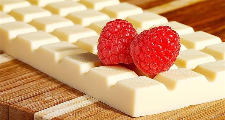 طريقة عمل شوكولاتة بيضاء في البيت مثل المحلات وبأقل التكاليف