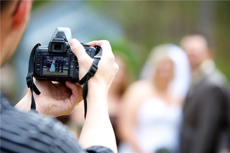 6 أسئلة يجب طرحها على مصور حفل الزفاف