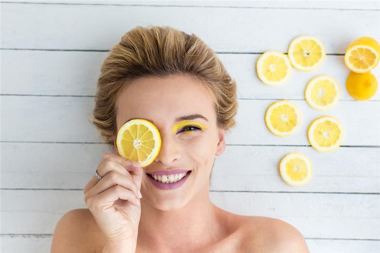 3 وصفات طبيعية من الليمون للعناية بالبشرة