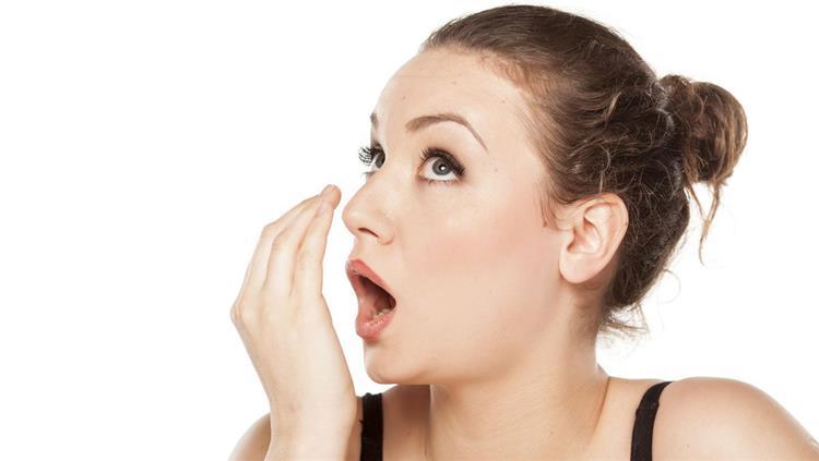 6 طرق للتخلص من رائحة الفم الكريهة في رمضان