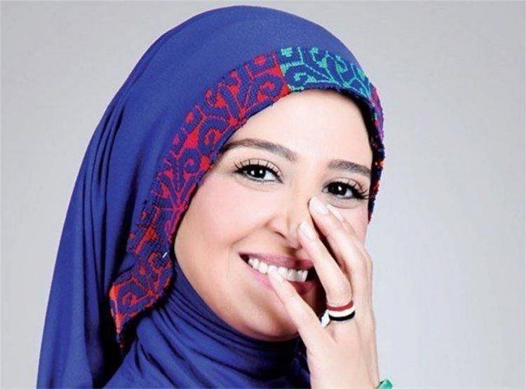 منة شلبي تنشر صورة للفنانة حنان ترك تعرضها لهجوم شديد