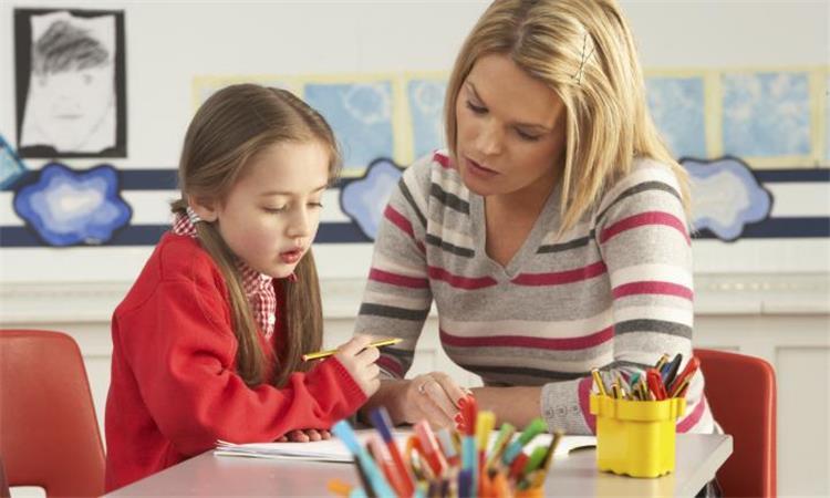 كيف تتعاملين مع أبنائك خلال فترة الامتحانات