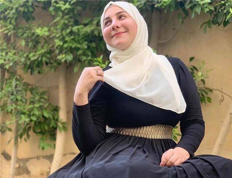 ياسمينا العلواني نجمة أراب جوت تالنت تنفي ارتدائها الحجاب وتوضح سبب نشرها هذه الصورة