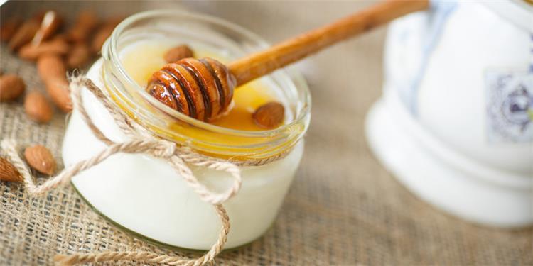 فوائد العسل مع الزبادى للبشرة