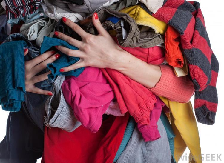 حيل سهلة لتحويل الملابس القديمة إلى قطع جديدة