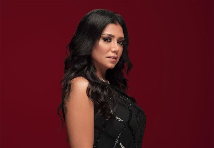 رانيا يوسف بإطلالة جريئة في دبي شاهد كيف بدت
