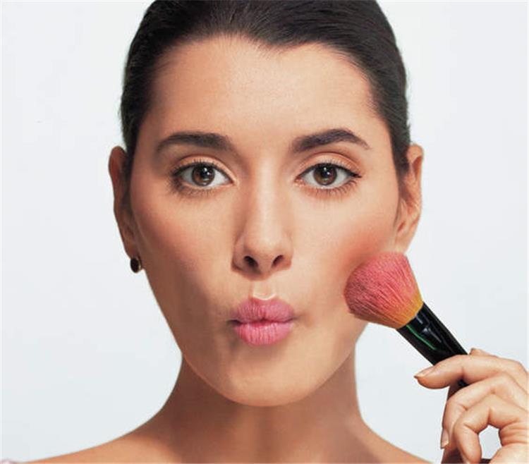 طرق وضع البلاشر حسب شكل الوجه