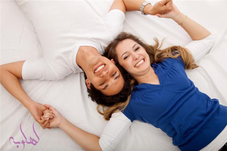 كيف يمكن أن تنجح علاقة زوجية إذا كانت الزوجة أكبر من الزوج