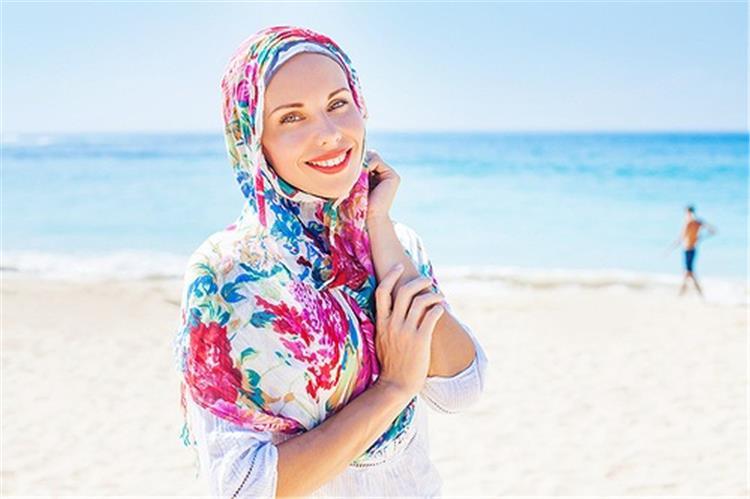 للمحجبات نصائح للتمتع بإطلالة جذابة على الشاطئ
