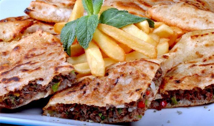 منيو غداء اليوم طريقة عمل الحواوشي مثل المطاعم